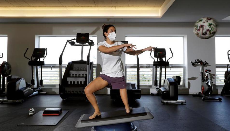 Mireia Cabañes practicant al gimnàs.