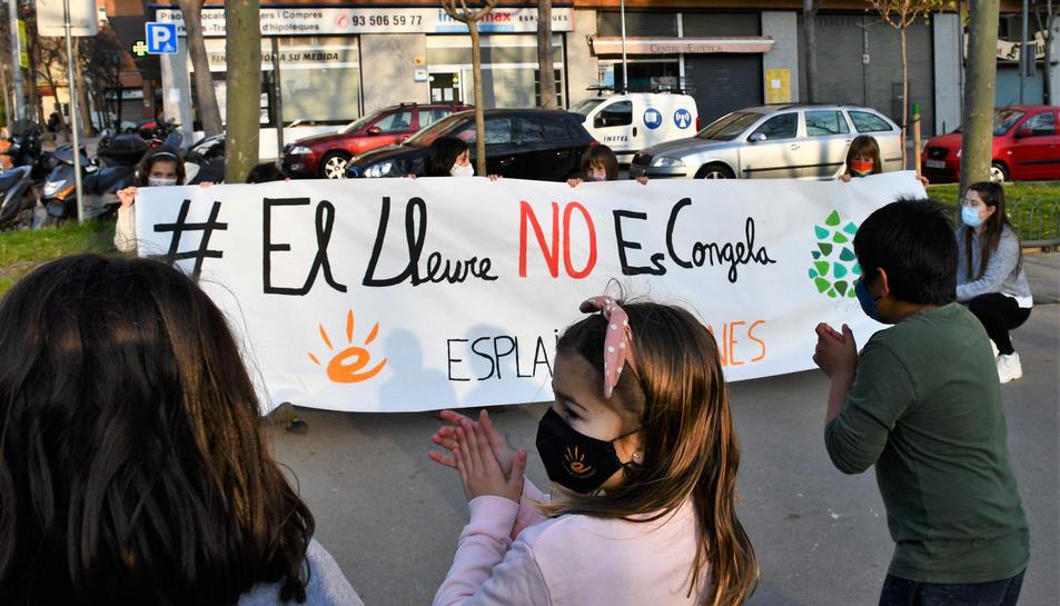 Infants i monitors de l'esplai Espurnes, de la Federació Catalana de l'Esplai-Fundesplai.