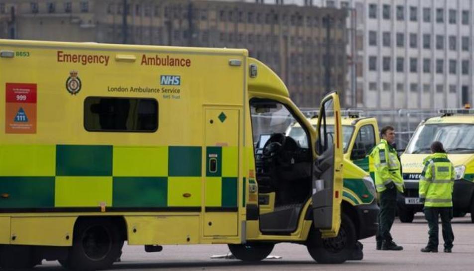 Una ambulància del sistema de salut britànic de Londres.