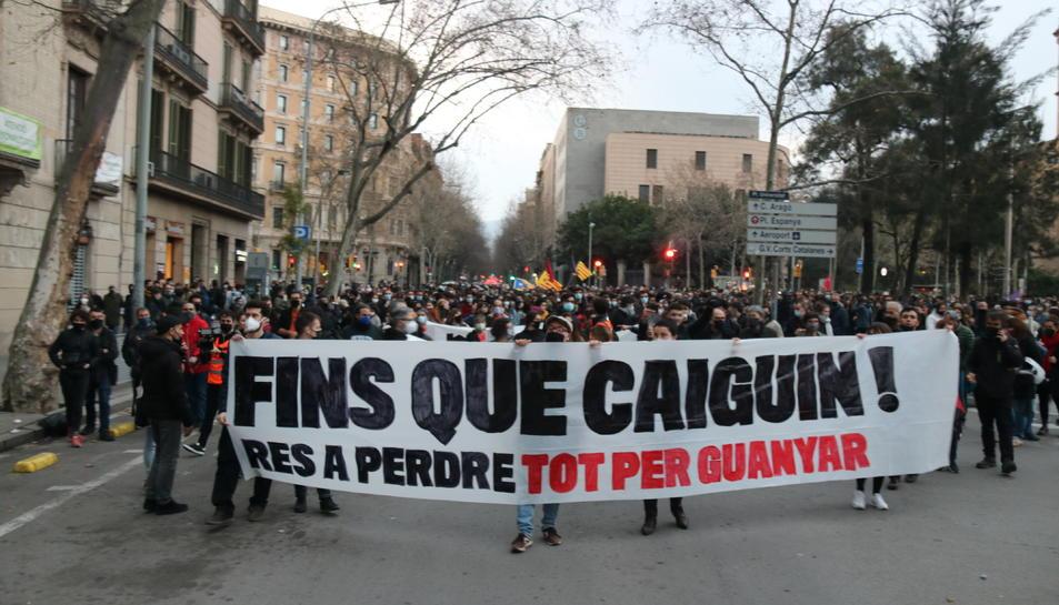 Imatge de la capçalera de la manifestació convocada per diversos col·lectius que ha sortit de plaça Universitat.