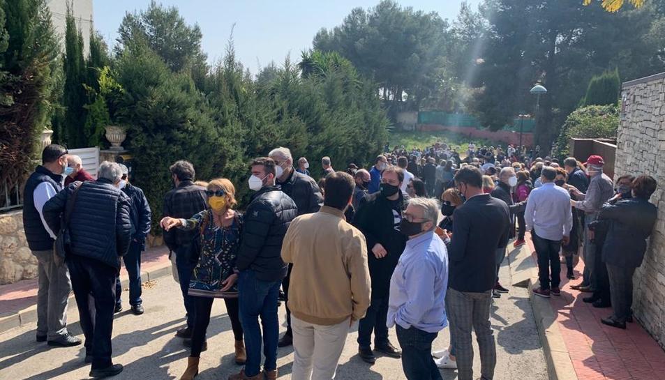 La concentració de dissabte a Boscos davant la casa ocupada va aplegar més de 200 persones.