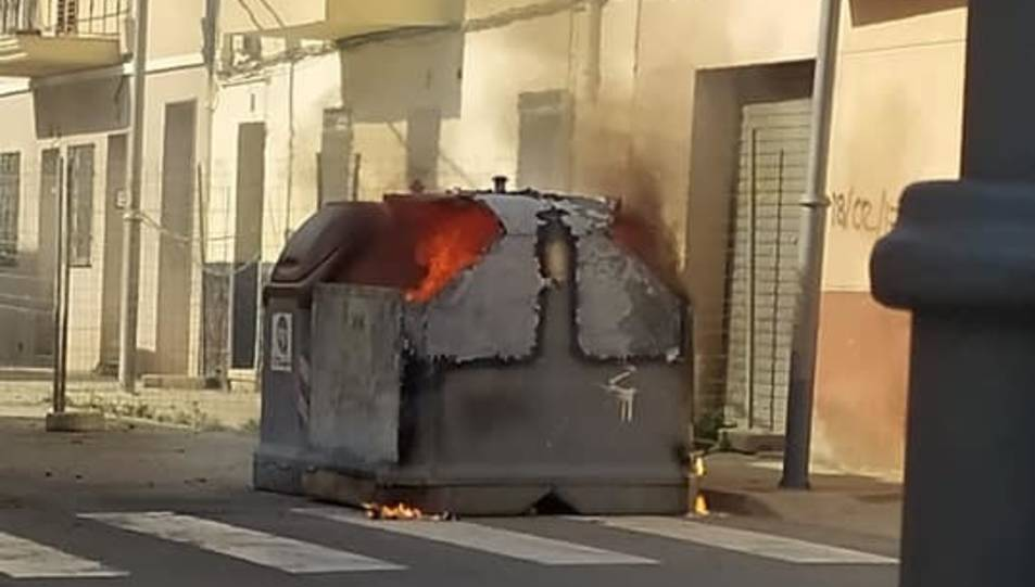 Es crema un contenidor al barri de Bonavista