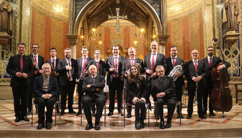 El mossèn Joaquim Mesalles, mossèn Frederic Pujol, la compositora Anna Abad, monsenyor Valentí Miserachs, els músics de la cobla Sant Jordi-Ciutat de Barcelona i el director Marcel Sabaté.