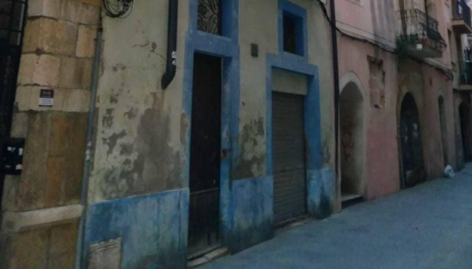 Imatge de la porta que els tres joves van intentar forçar.