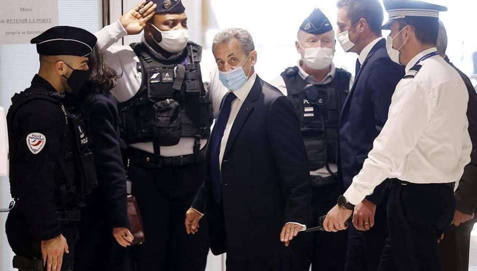 Nicolas Sarkozy arribant a la cort.