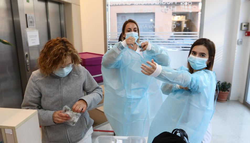 Una imatge d'arxiu de l'arribada de les vacunes al centre.