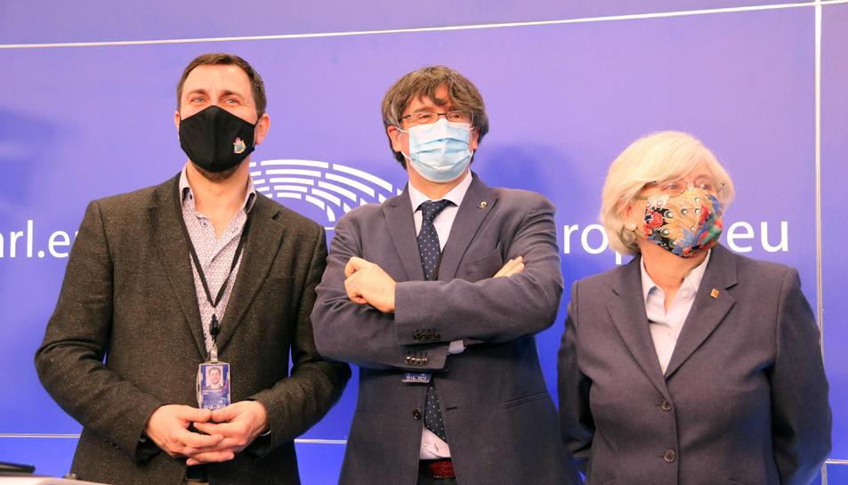 Pla mitjà dels eurodiputats de JxCat Carles Puigdemont, Toni Comín i Clara Ponsatí.