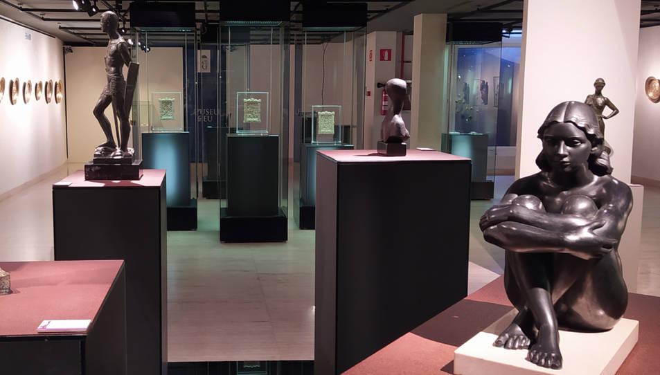 Pla general de l'exposició 'Museu Deu en femení'.