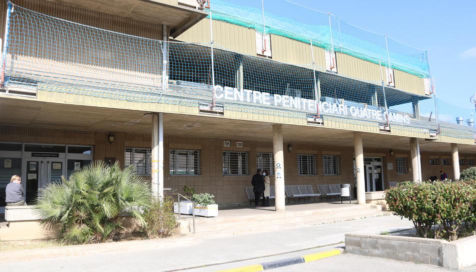 Pla general de l'exterior del centre penitenciari de Quatre Camins.
