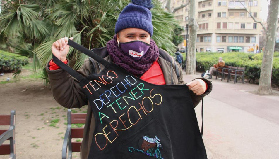 Aurea Ayón, treballadora de la llar, amb el davantal