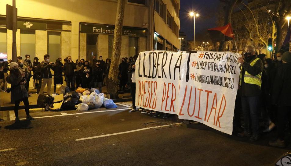 La capçalera de la manifestació de Barcelona d'ahir a la zona de la plaça de Tetuan.