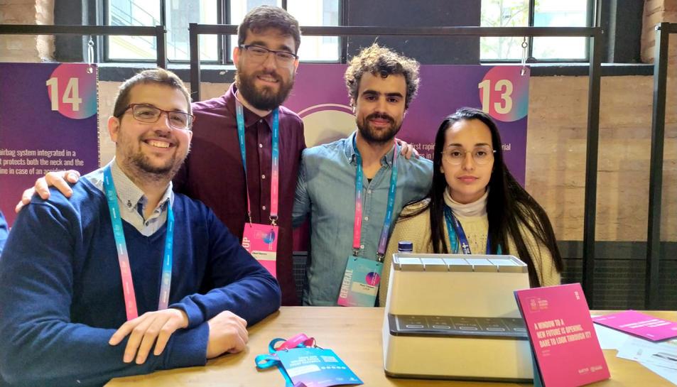 Foto de grup dels membres de Loop Diagnostics, d'esquerra a dreta, Joan Vieyra, Eduard Guerrero i Enrique Hernández.