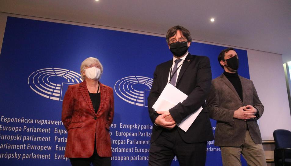 Els eurodiputats Carles Puigdemont, Clara Ponsatí i Toni Comín a l'entrada de la vista pel suplicarori.
