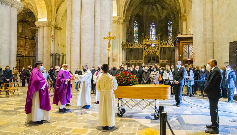 La Catedral de Tarragona, seguint els protocols per combatre la covid, ha acollit el funeral.