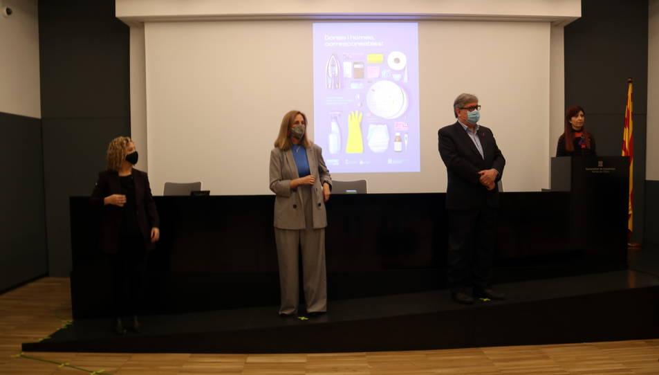 L'alcaldessa de Tortosa, la coordinadora de l'ICD i el president del Consell Comarcal del Baix Ebre, el 8-M.