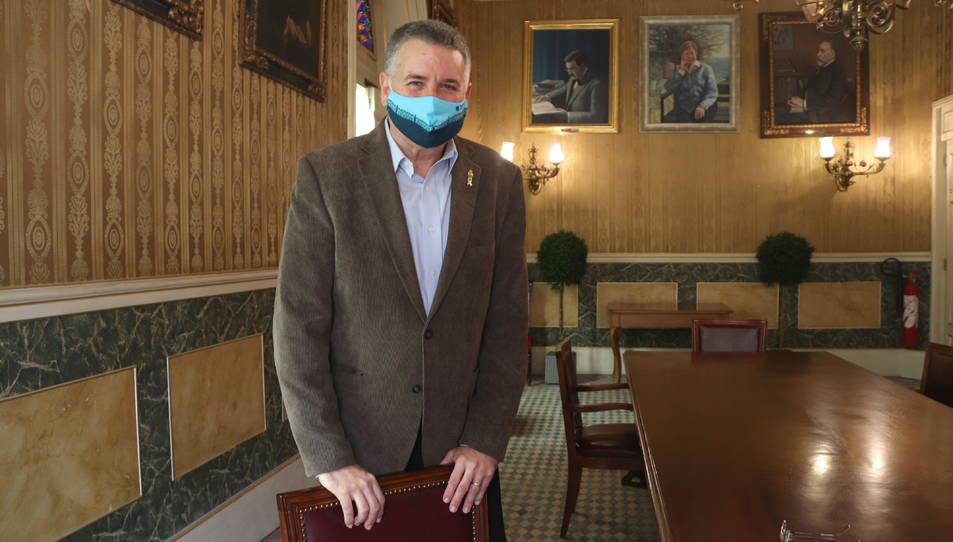 L'alcalde de Tarragona, Pau Ricomà, al saló dels penjats de l'Ajuntament de Tarragona després de l'entrevista amb l'ACN.