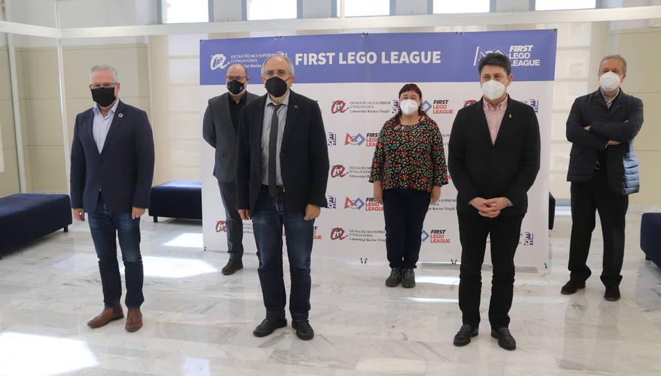 Els impulsors de la First Lego League Tarragona-Reus, amb representants de la URV, de la Diputació i dels dos municipis.