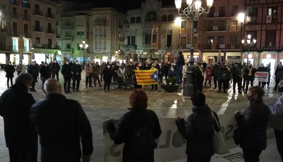 Imatge dels manifestants a la Mercadal.