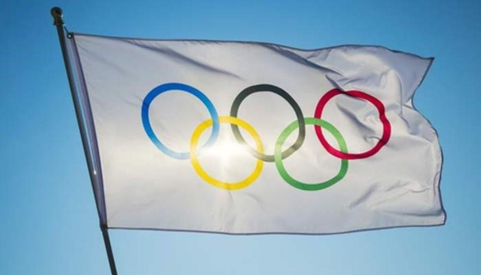 Imatge d'una bandera amb el anells que simolitzen les olipíades.