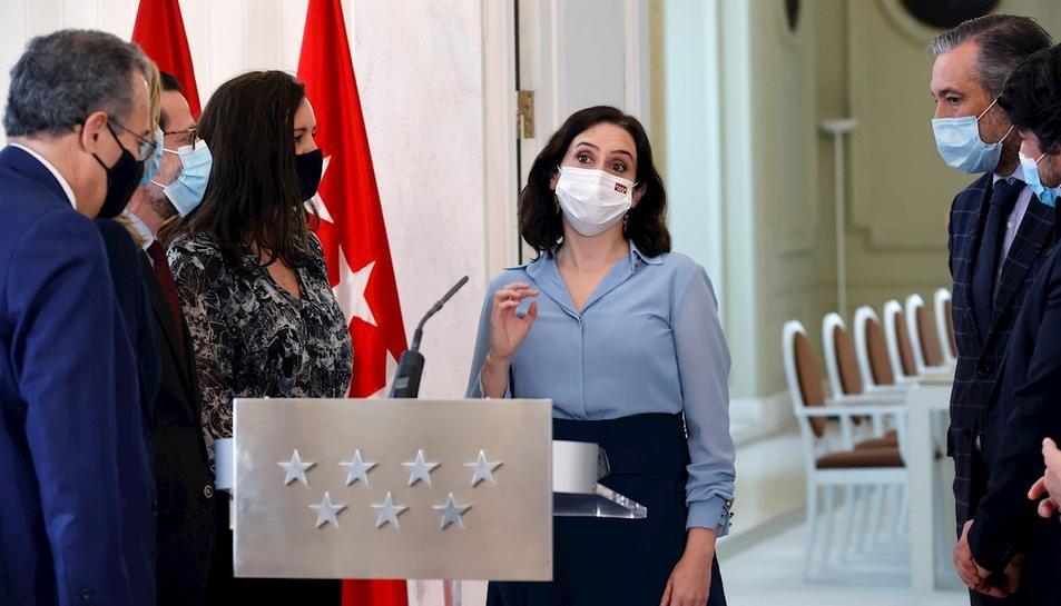 La presidenta de la Comunidad de Madrid després de la roda de premsa per anunciar la concocatòria electoral.