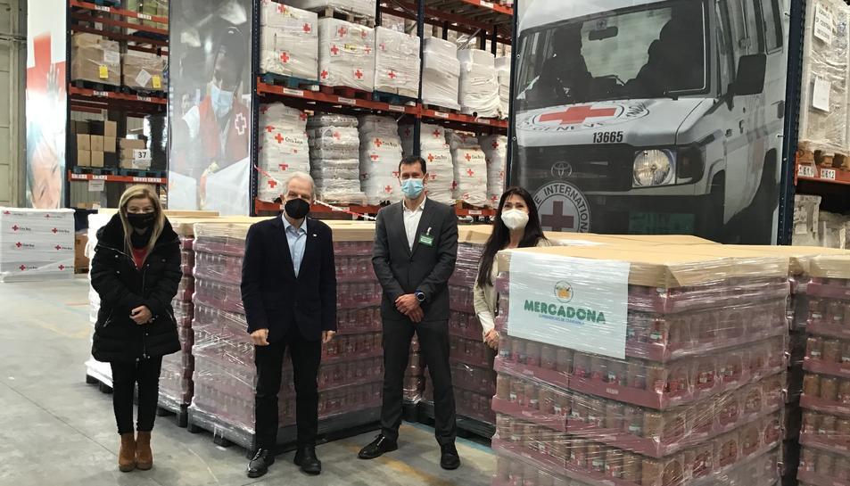Els responsables de la Creu Roja i Mercadona.
