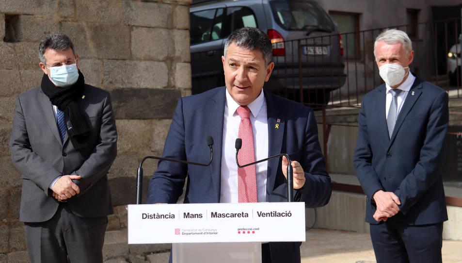 Pla mitjà del conseller d'Interior, Miquel Sàmper.