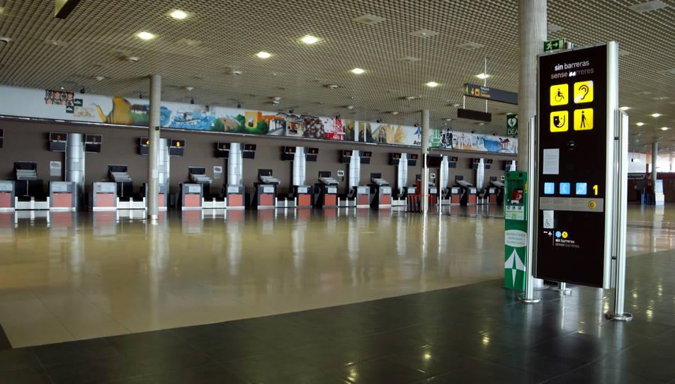 Les instal·lacions buides de l'aeroport de Reus durant l'estat d'alarma per coronavirus.