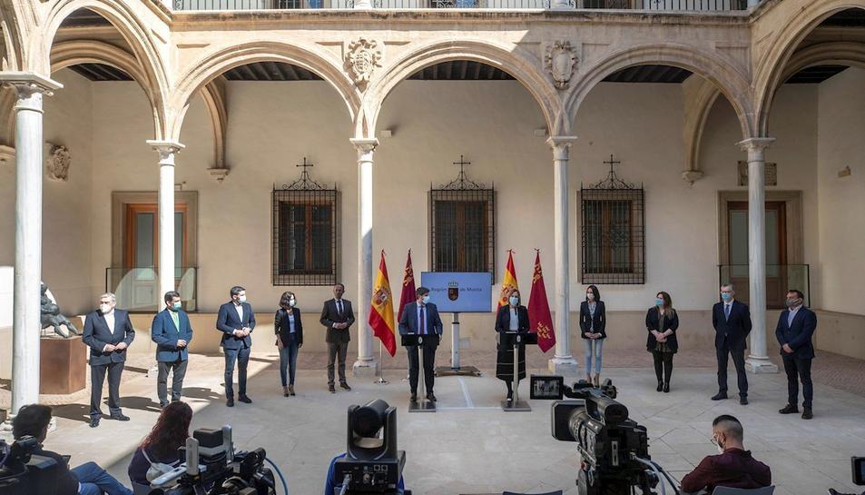 El president del Govern regional de Múrcia, Fernando López Miras anunciant els nous càrrecs dels diputats de Cs que li donen suport.