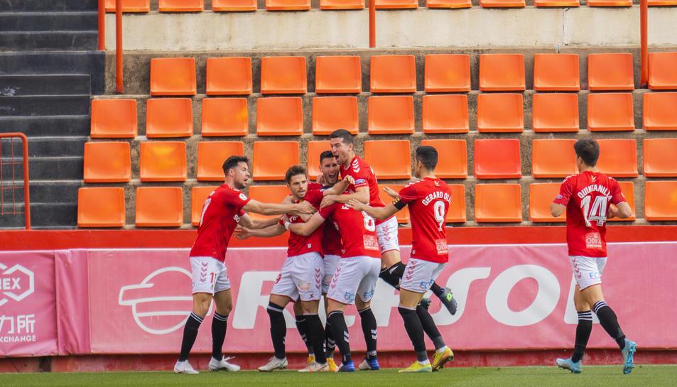 Els jugadors celebren un gol