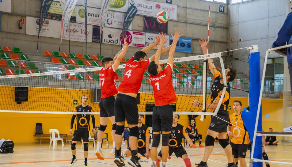 Un moment del Cevol Torredembarra-Club Voleibol Sant Per ei Sant Pau.