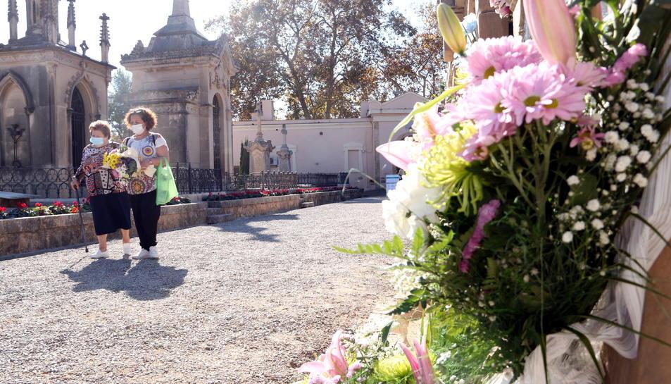 Imatge d'arxiu del Cementiri de Tarragona durant el dia de Tots Sants, l'1 de novembre de 2020.