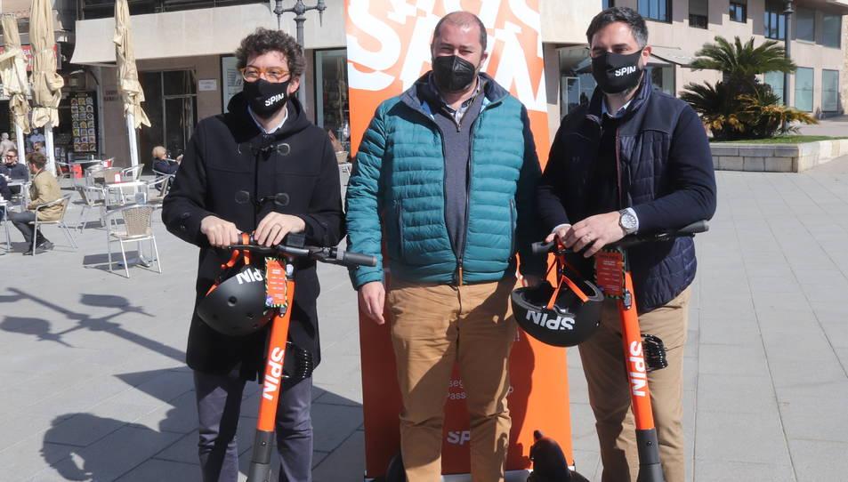 El conseller de Territori de Tarragona, Xavier Puig -al centre-, amb els responsables d'Spin Xavier Puigví i Filippo Brunelleschi.