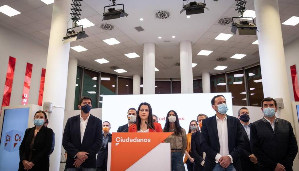 La líder de Cs, Inés Arrimadas, acompanyada de membres de l'executiva del partit liberal.