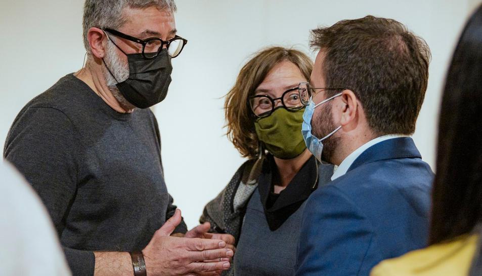 Carles Riera i Eulàlia Reguant (CUP-UNCPG) parlant amb Pere Aragonès (ERC).