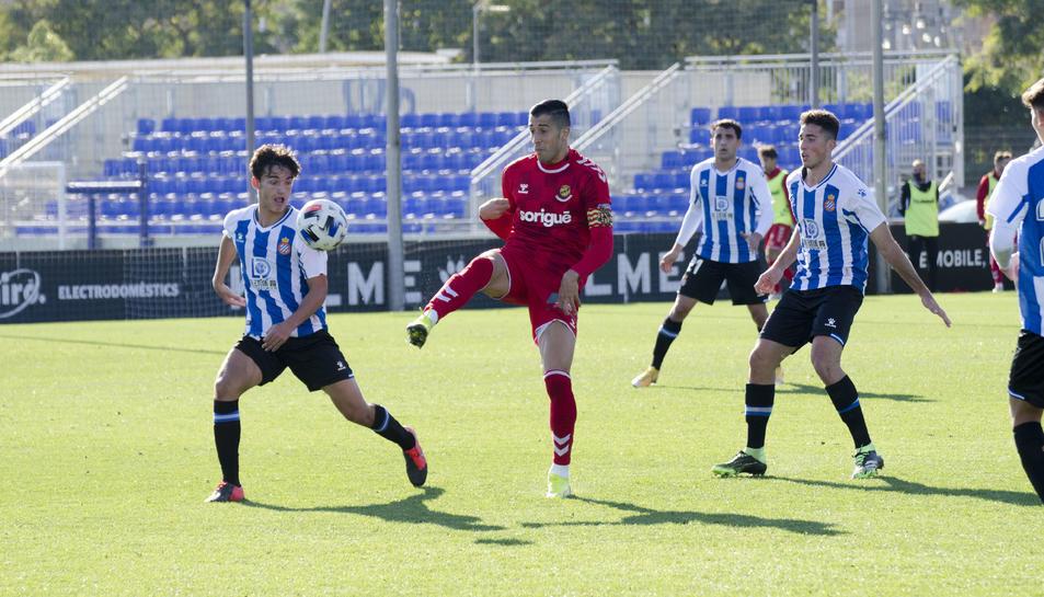 Gerard Oliva, durant el partit d'anada contra l'Espanyol B, que es va solucionar amb empat (1-1) a l'electrònic.