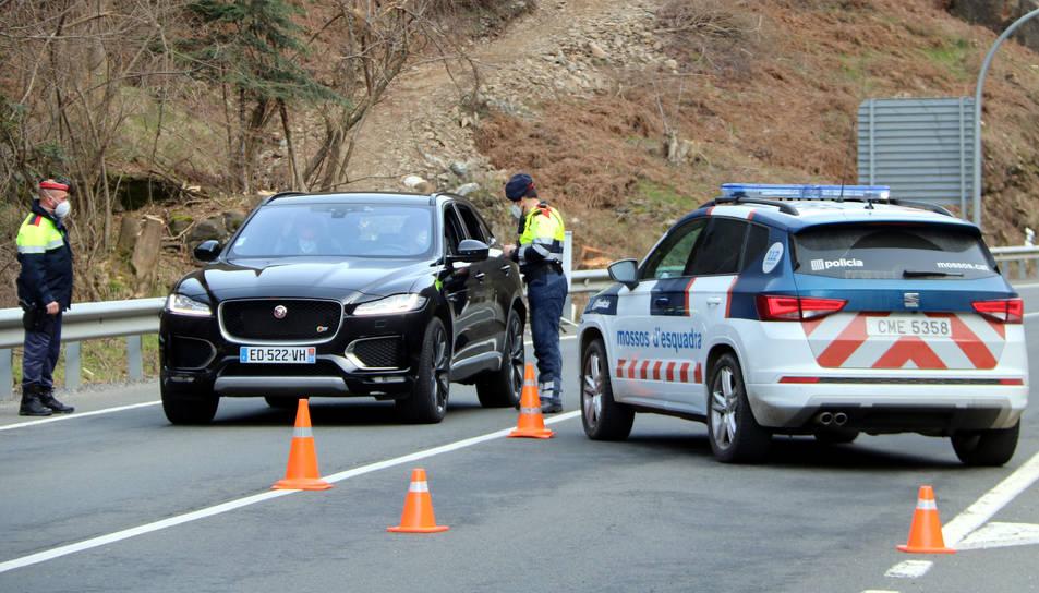 Un control de mobilitat dels Mossos d'Esquadra a l'N-230 a l'Aran.