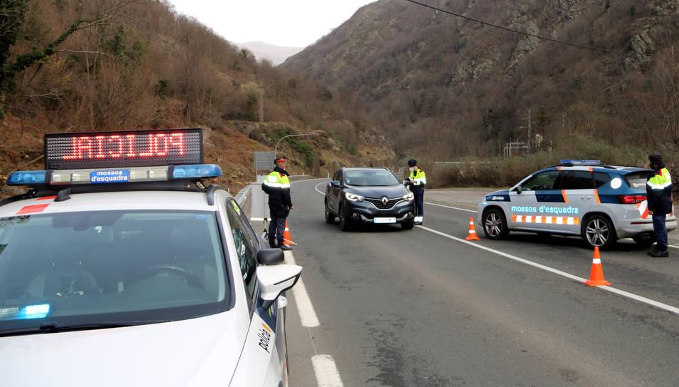 Un control de mobilitat dels Mossos d'Esquadra a escassos metres de la frontera amb França, a l'Aran