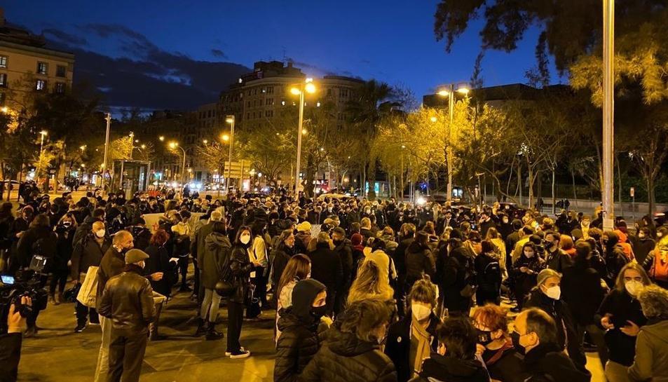 Els manifestants concentrats a Plaça Universitat (Barcelona)