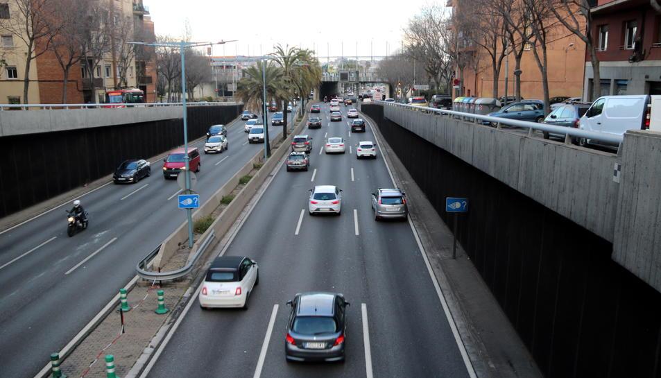 Trànsit de 870.000 vehicles a l'àrea de Barcelona en el primer cap de setmana de relaxament del confinament comarcal