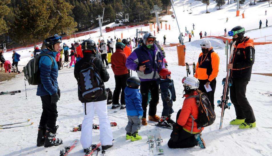 Un grup d'esquiadors a Port ainé.