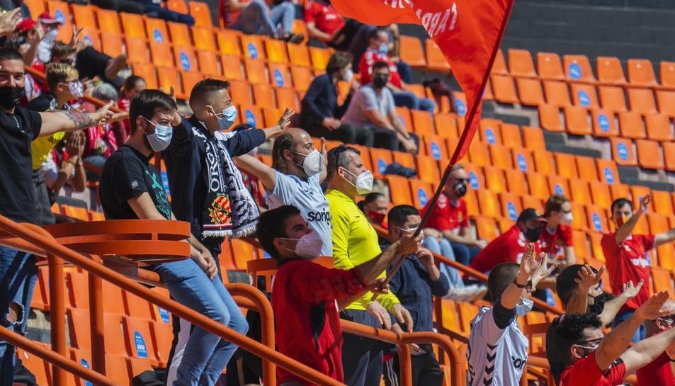 L'afició durant el Nàstic-Espanyol B (1)