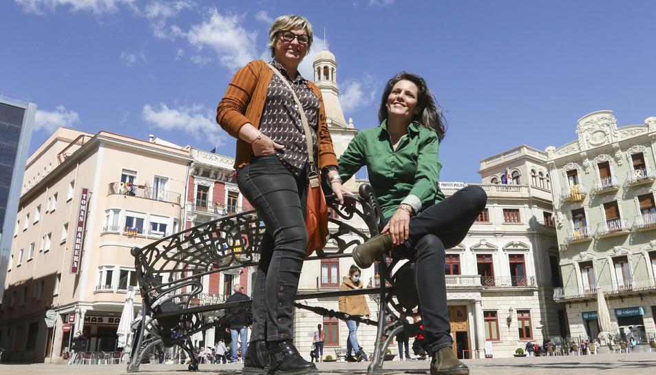 Elisabeth Tort i Isabel Barber, impulsores de les polseres 'Som-hi'.