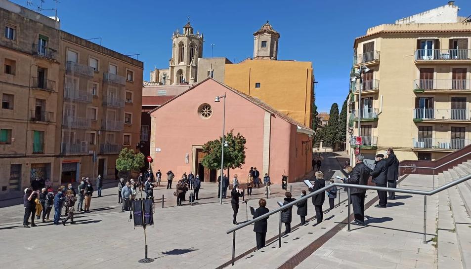 La missa en record dels agremiats traspassats va acabar amb un concert de la coral L'Àncora.