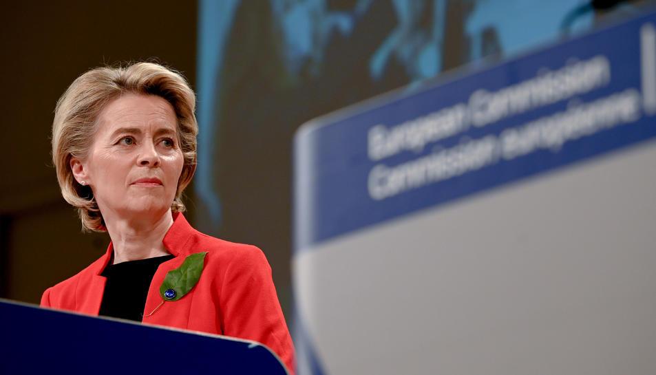 La presidenta de la Comissió Europea en una roda de premsa sobre la campanya de vacunació.