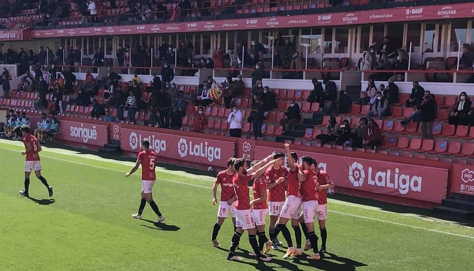 Els jugadors del Nàstic celebren el gol.