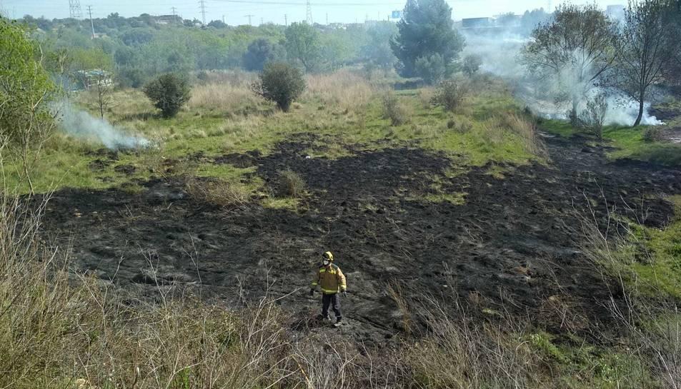 L'incendi s'ha declarat darrere de la Cepsa.