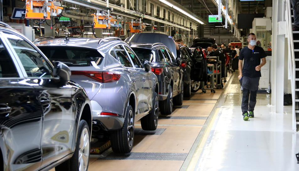 La cadena de muntatge al taller 10 de la factoria de Seat a Martorell.