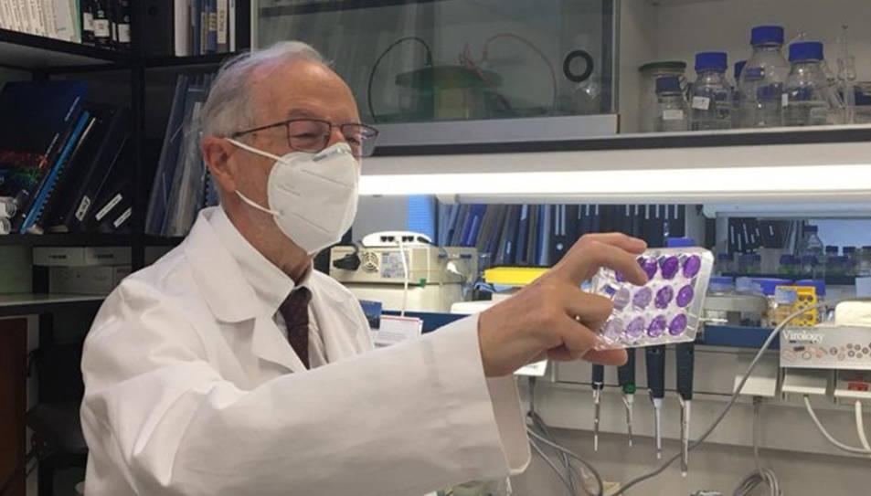 / CNB-CSIC Comunicación  El virólogo Luis Enjuanes, en el Centro Nacional de Biotecnología del CSIC.