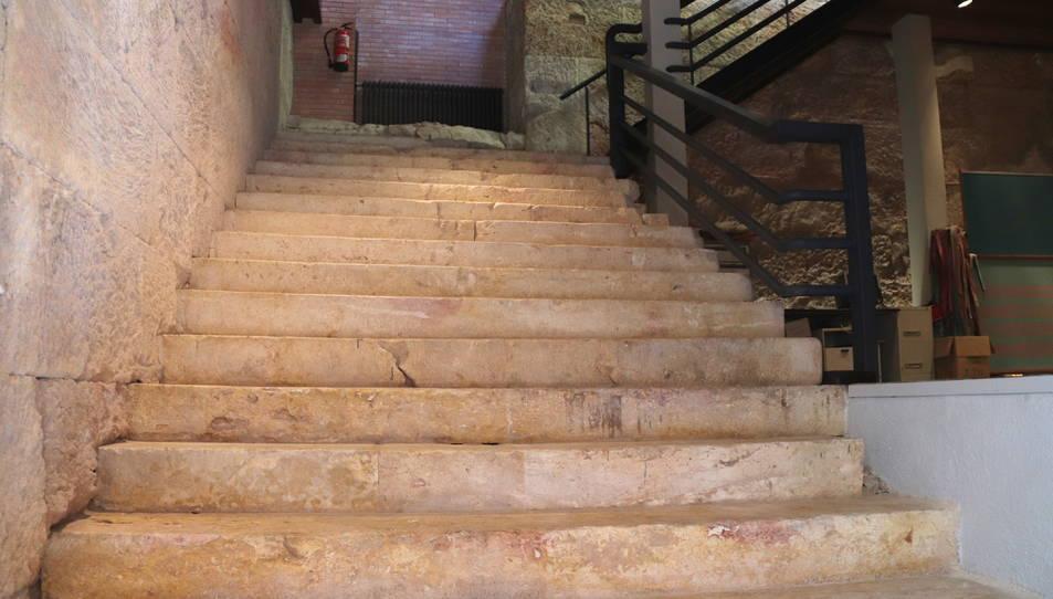 Pla obert de l'escalinata romana de la Torre dels Advocats de Tarragona.