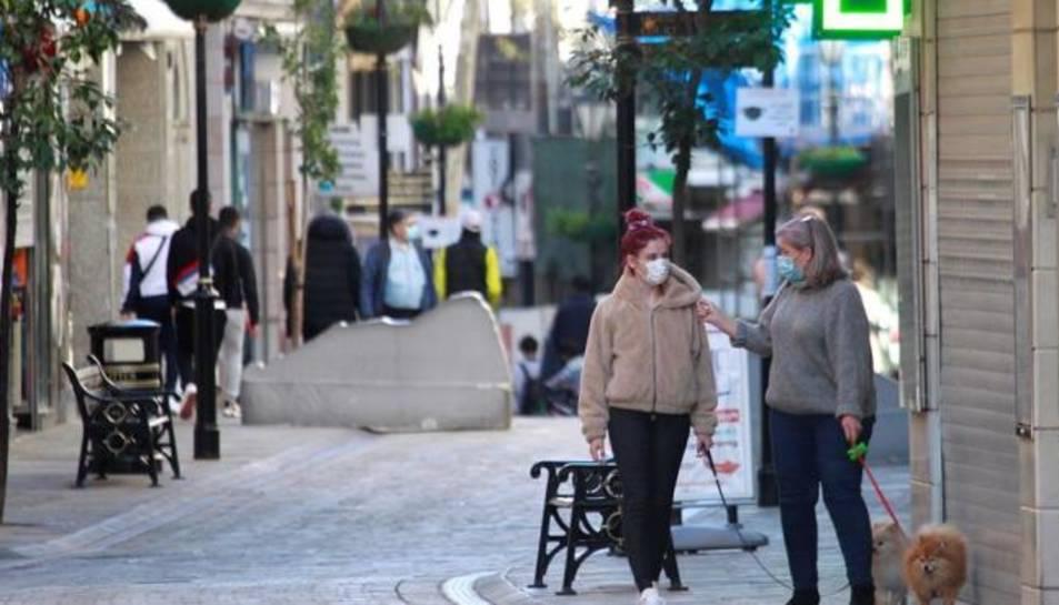 Imatge d'arxiu de persones passejant per Gibraltar.